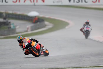 Pedrosa edges closer with classy Sepang victory from Lorenzo