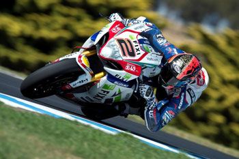 Camier continues Phillip Island form as Aussies shine on Monday