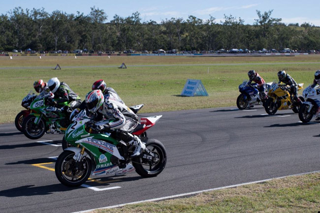 The opening Supersport race goes green at Queensland Raceway. Image: Andrew Gosling/TBG Sport.