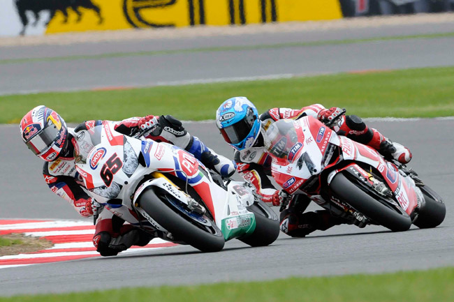 Jonathan Rea and Carlos Checa battle it out at Silverstone.