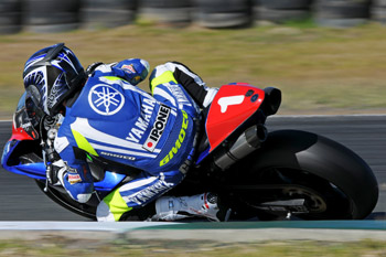 Yamaha dominates QR FX-Superbikes as Parkes grabs points lead