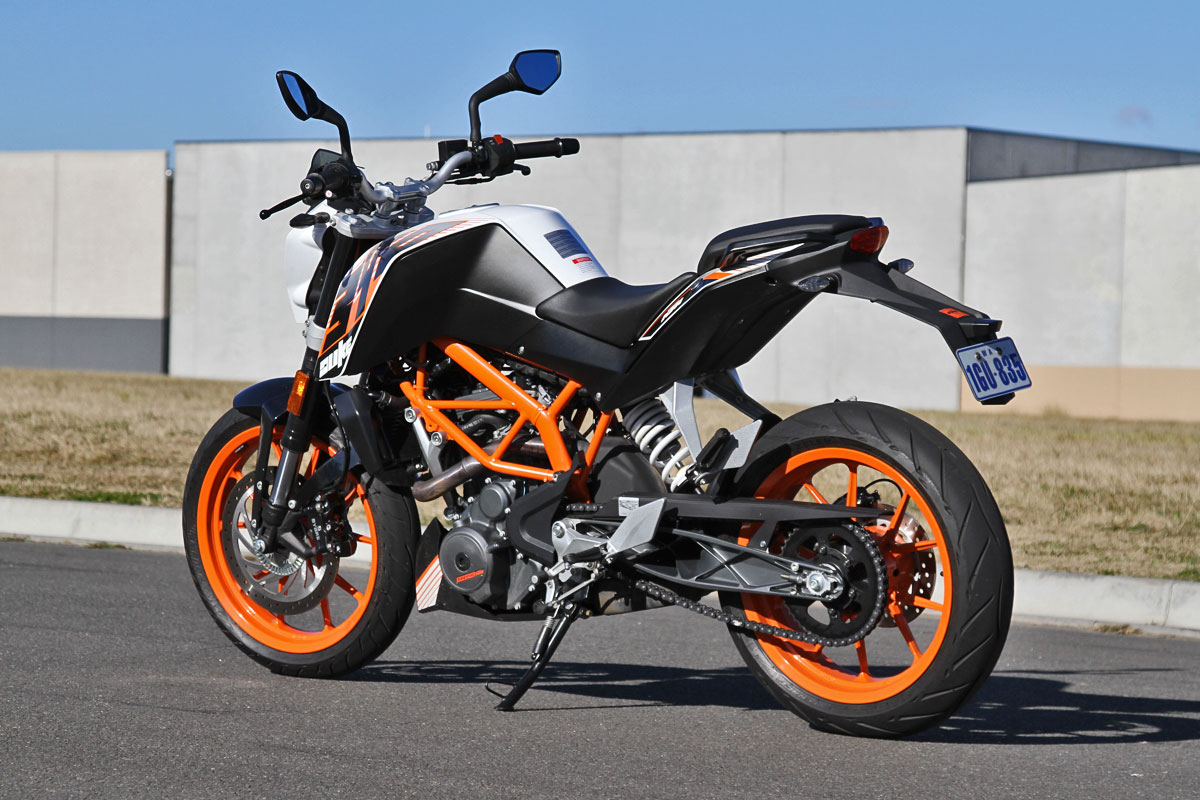 tested 2014 ktm 390 duke. Black Bedroom Furniture Sets. Home Design Ideas