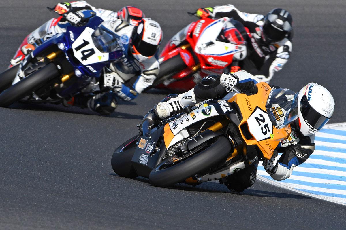 Pirelli Riders Shine At Phillip Island 39 S Opening Asbk