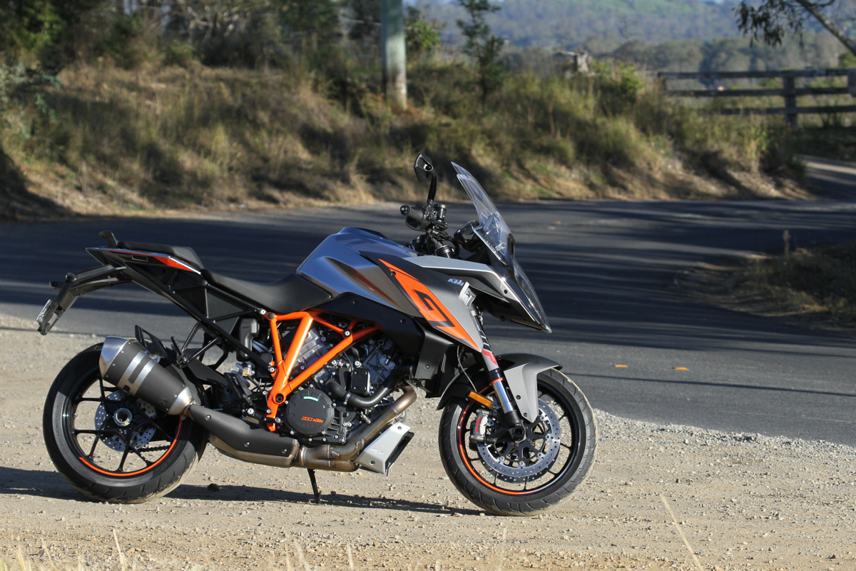 review 2017 ktm 1290 super duke gt. Black Bedroom Furniture Sets. Home Design Ideas