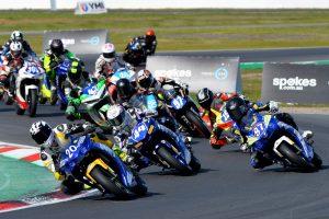 bLU cRU 300 Racing fight three way battle for ASBK 300cc Championship