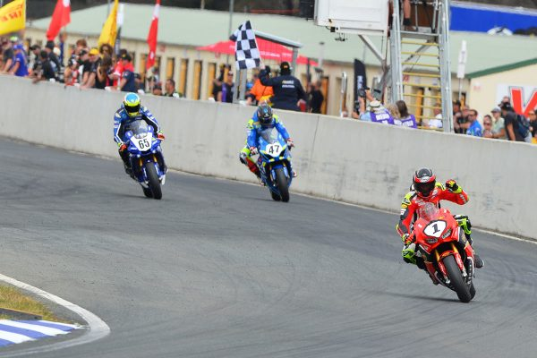Herfoss storms to race one ASBK victory at Wakefield Park