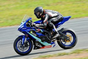bLU cRU podium charge at Wakefield Park